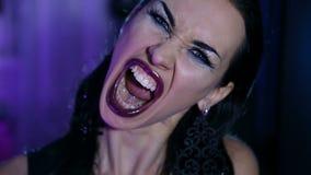 美丽的性感的时髦的邪恶的情感妇女 股票录像
