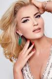 美丽的性感的白肤金发的妇女礼服luxary党首饰构成 免版税库存图片