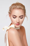 美丽的性感的白肤金发的妇女自然构成裸体形状 库存图片
