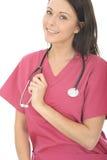 美丽的愉快的专业年轻女性医生With Stethoscope 免版税库存照片