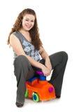 美丽的愉快的使用的玩具妇女年轻人 库存图片