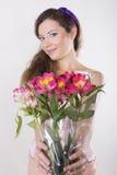 美丽的愉快的女孩给一朵野生兰花 图库摄影