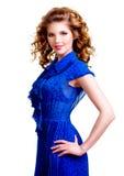 美丽的愉快的妇女画象蓝色礼服的 免版税库存图片