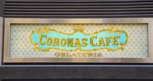 美丽的意大利咖啡馆在佛罗伦萨-佛罗伦萨/意大利- 2017年9月12日的历史的市中心 免版税库存照片
