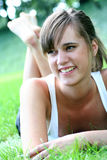 美丽的户外妇女年轻人 免版税库存图片