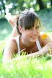 美丽的户外妇女年轻人 免版税图库摄影
