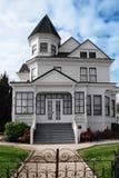 美丽的房子维多利亚女王时代的著名&# 免版税图库摄影