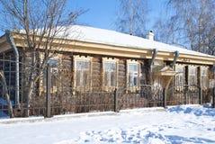 美丽的房子老俄国木头 免版税库存照片