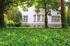 美丽的房子 免版税库存照片