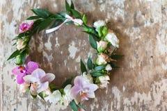 美丽的手工制造花卉花圈 库存照片