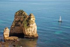 美丽的拉各斯costline,阿尔加威,葡萄牙 免版税库存照片