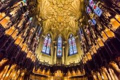 美丽的拱道在爱丁堡大教堂里  免版税库存照片