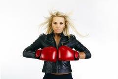 美丽的拳击妇女 库存照片