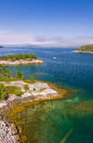 美丽的挪威海湾垂直的看法  免版税库存图片