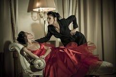 美丽的摆在的性感的孪生妇女 库存照片