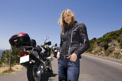 美丽的摩托车纵向妇女 图库摄影