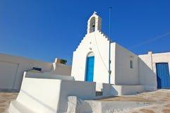 美丽的教会在圣托里尼海岛 库存图片