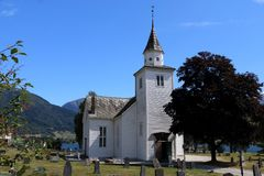 美丽的教会在Ulvik挪威 免版税库存照片