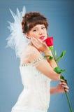 美丽的新娘与在工作室起来了 免版税图库摄影