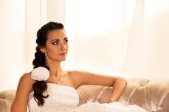 美丽的新娘愉快的纵向 免版税库存图片