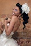美丽的新娘浅黑肤色的男人 库存照片