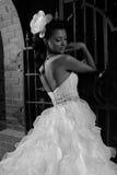 美丽的新娘浅黑肤色的男人 免版税图库摄影