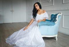 美丽的新娘白色服装年轻人 库存图片