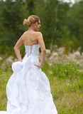 美丽的新娘的图片白色婚礼礼服的 免版税库存照片