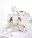 美丽的新娘的鞋子 库存照片