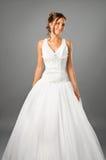 美丽的新娘礼服工作室佩带的婚礼 免版税库存图片