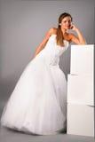 美丽的新娘礼服工作室佩带的婚礼 库存图片