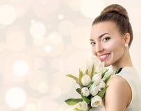美丽的新娘纵向 婚姻组成 背景装饰详细资料高雅花邀请丝带婚礼 图库摄影