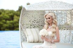 美丽的新娘结婚照 构成 流程新娘花束  免版税库存照片