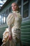 美丽的新娘ne纵向伞年轻人 免版税库存图片