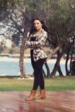 美丽的新希腊女孩在公园 库存照片