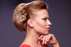美丽的新白肤金发的妇女 免版税图库摄影