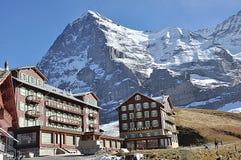 美丽的旅馆和餐馆在克莱茵沙伊德格,瑞士 免版税库存图片