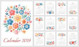 美丽的日历2019年 在星期天,星期起始时间 与五颜六色的被绣的花的花饰的几个月 向量例证
