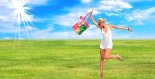 美丽的日夏天妇女 库存图片