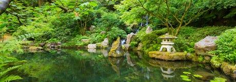 美丽的日本庭院 免版税库存照片