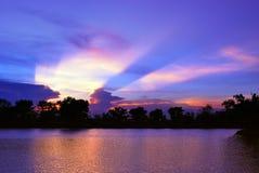 美丽的日落天空和光线 图库摄影