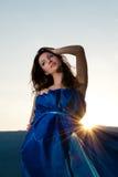 美丽的日落妇女年轻人 免版税库存照片