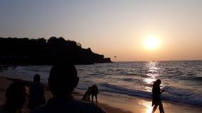 美丽的日落sinquerim海滩 免版税库存图片