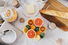 美丽的早餐桌 免版税库存照片