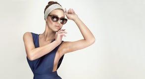 美丽的时髦的女人纵向 免版税库存图片