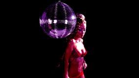 美丽的时髦的disoc舞蹈家 股票视频