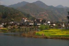 美丽的春天村庄 库存图片