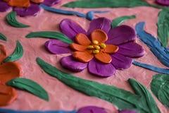 美丽的春天花由彩色塑泥制成 库存图片