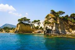 美丽的景色到从海的有浮雕的贝壳海岛 免版税库存照片