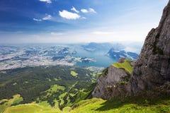 美丽的景色向Lucerne湖(Vierwaldstattersee),山Ri 免版税库存图片